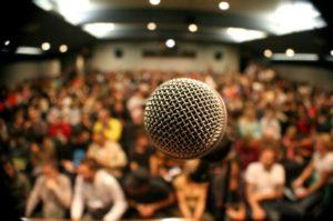 Public speaking: leggere un discorso o impararlo a memoria? I consigli di Massimiliano Cavallo